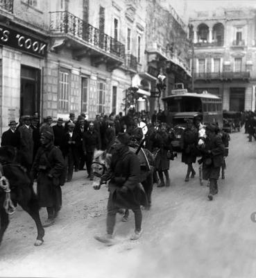 Αναχώρηση για το Μέτωπο. Στρατιώτες στην Πλατεία Συντάγματος, Αρχείο ΕΡΤ – Πέτρος Πουλίδης
