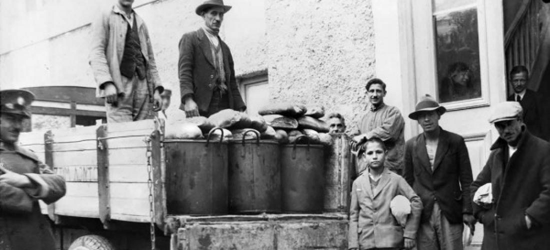Διανομή συσσιτίου στην Αθήνα, Αρχείο ΕΡΤ – Πέτρος Πουλίδης
