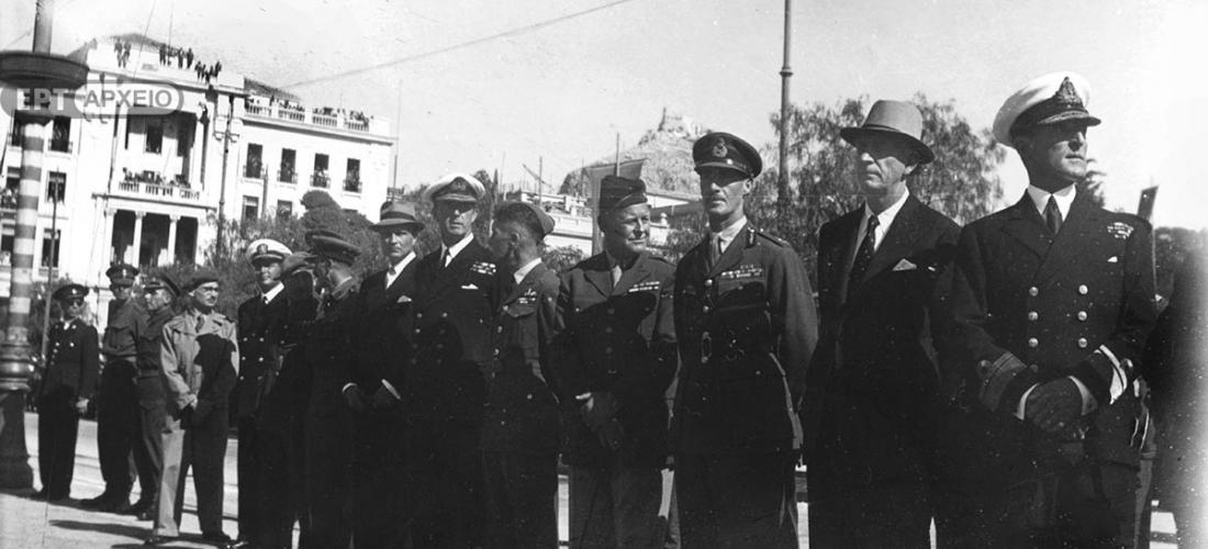 Από την εορτή της Απελευθέρωσης στο μνημείο του Αγνώστου Στρατιώτη. Διακρίνεται ο πρωθυπουργός Γεώργιος Παπανδρέου και ο Βρετανός στρατηγός Ρόναλντ Σκόμπι, Αρχείο ΕΡΤ – Πέτρος Πουλίδης